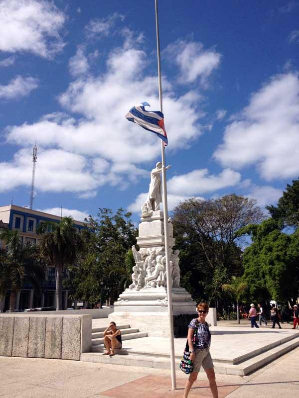 Bandiere a mezz'asta a Cuba per la morte di Huigo Chavez
